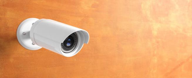 процесс установки систем видеонаблюдения в  домах