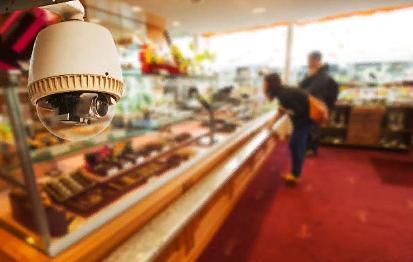 Установление мошенника с помощью камер