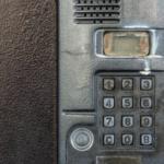 открываем домофон техком без ключа